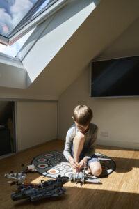 Детская комната на мансарде для мальчика: дизайн и фото интерьера