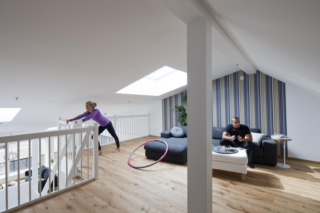 Дизайн фитнес и спортзала на мансардном этаже: фото #0011 Спортзал на мансарді: проектування та облаштування спортивної кімнати на мансардному поверсі
