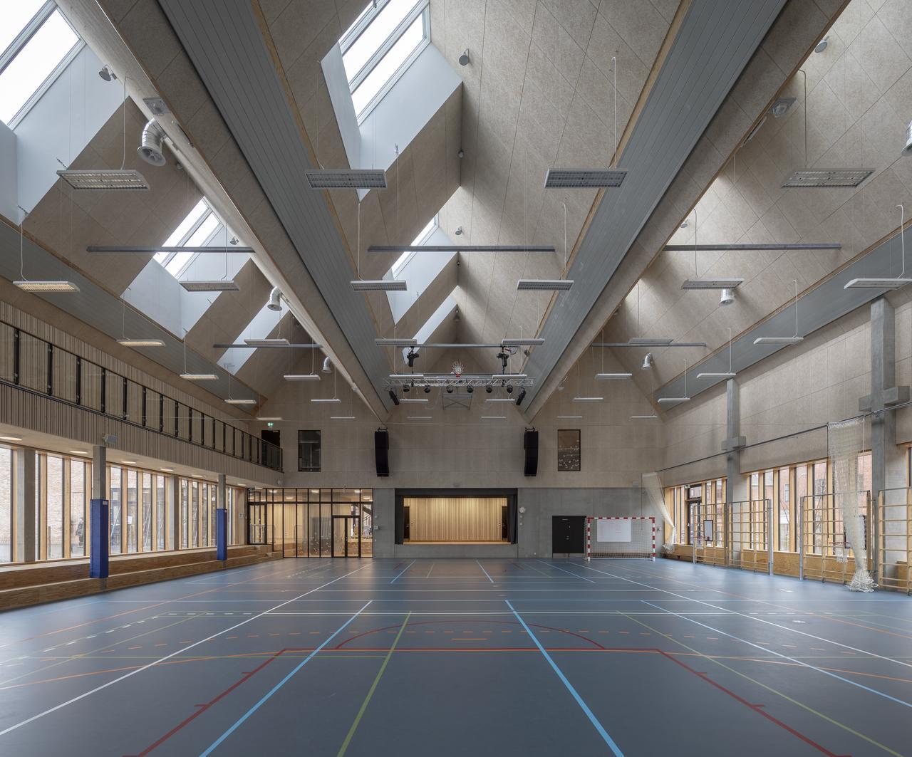 Дизайн фитнес и спортзала на мансардном этаже: фото #0045 Дизайн интерьера фитнес и спортзала на мансарде 100+ фото