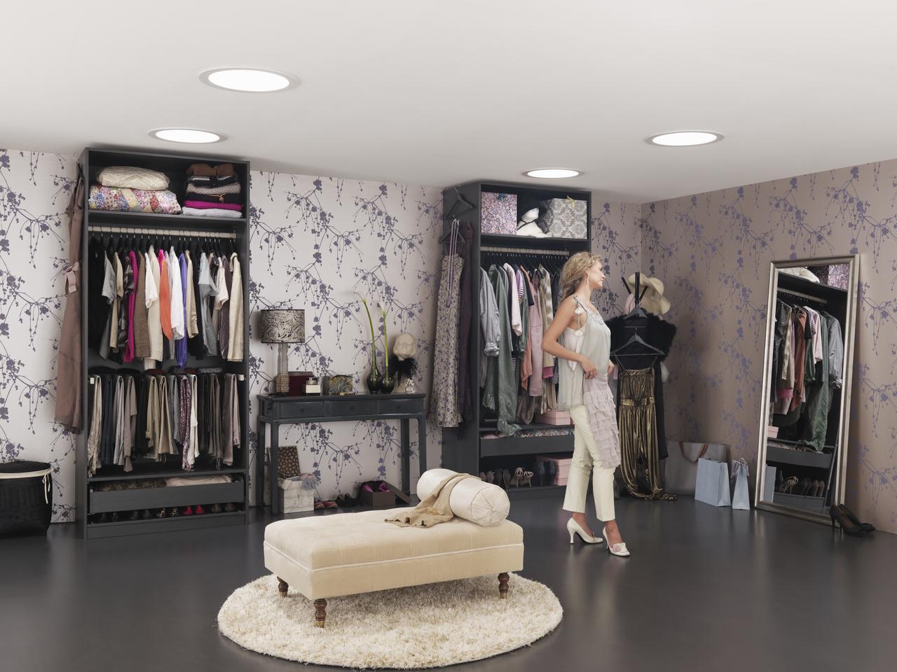 Дизайн интерьера гардеробной комнаты на мансардном этаже: фото #0030 Дизайн интерьера гардеробной на мансарде 100+ фото