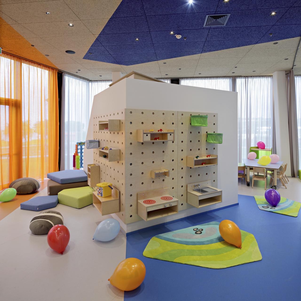 Дизайн интерьера игровой комнаты на мансардном этаже: фото #0030 Дизайн интерьера игровой комнаты на мансарде 100+ фото