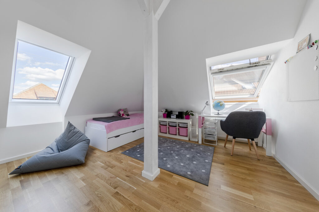 Дизайн интерьера игровой комнаты на мансарде 100+ фото