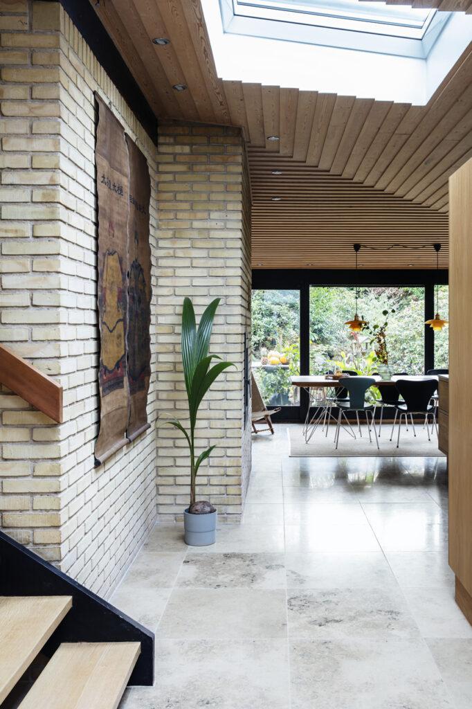 Фото мансардних будинків зсередини