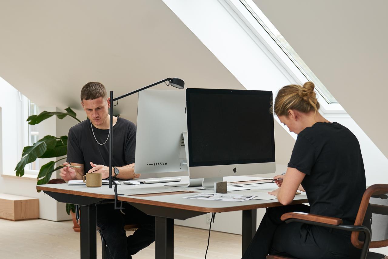 Дизайн інтер'єру кабінету і офісу на мансардному поверсі: фото #0012 Облаштування кабінету на мансарді: як обставити приміщення для роботи