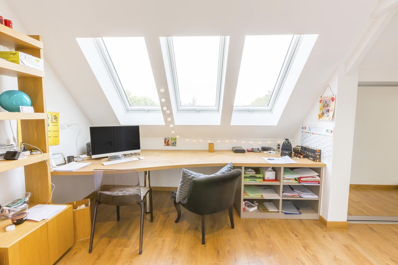 Дизайн интерьера кабинета и офиса на мансардном этаже: фото #0016 Дизайн интерьера кабинета и офиса на мансарде 100+ фото