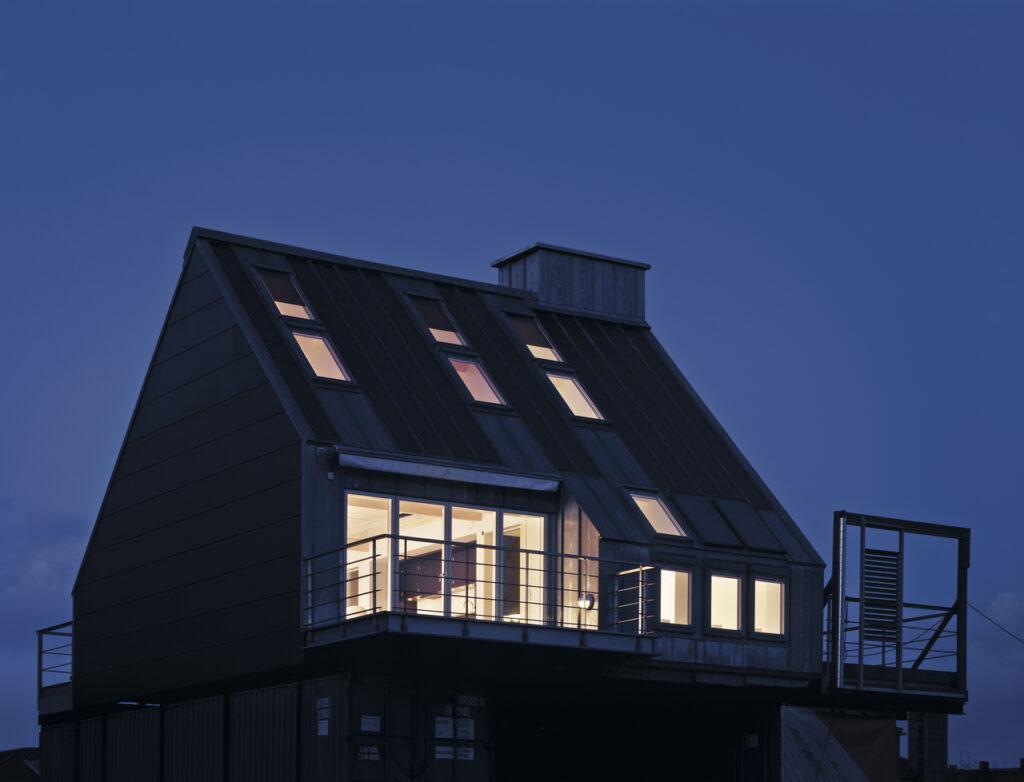 Фото мансардних будинків зовні