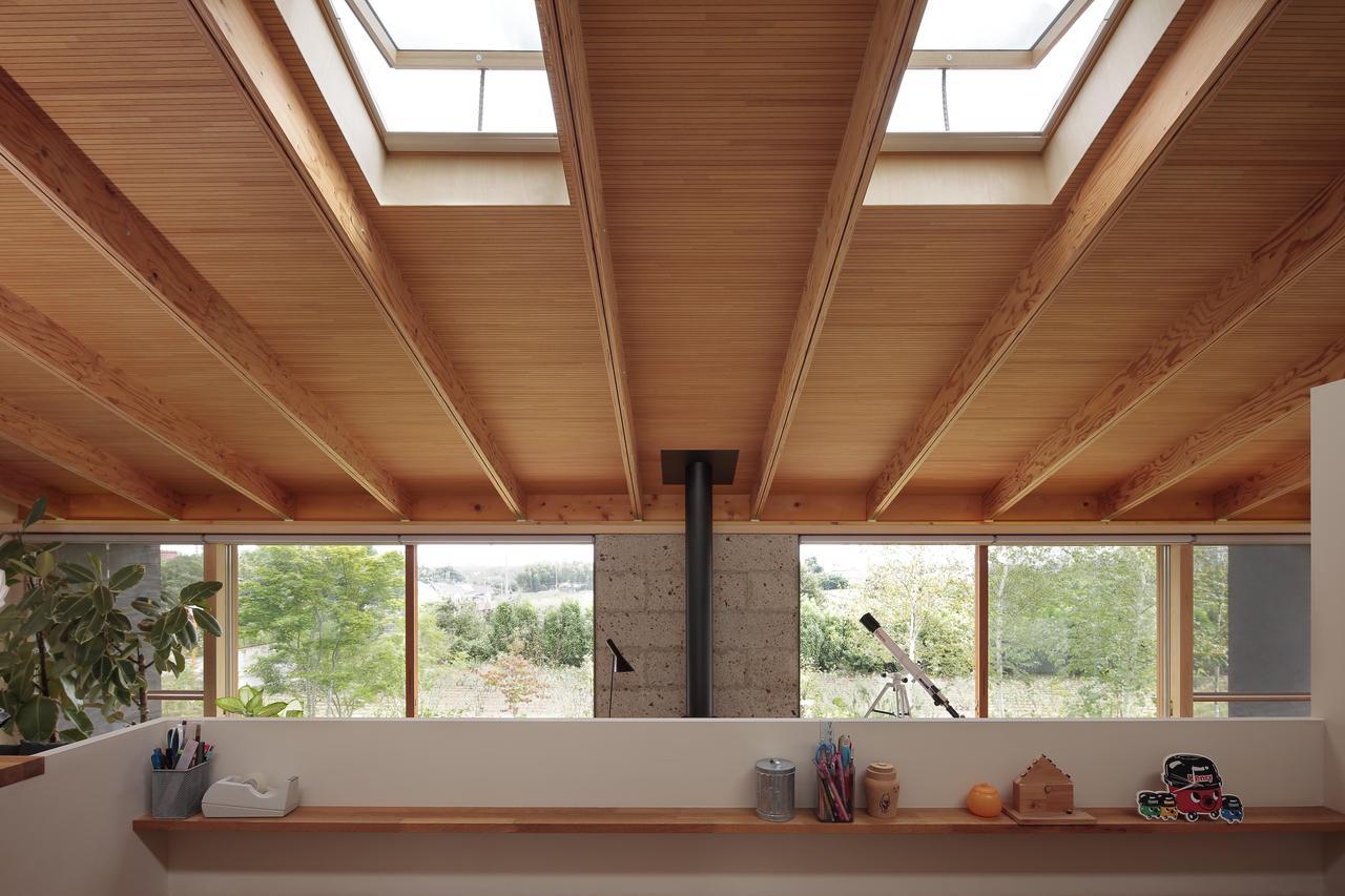 Мансардная односкатная крыша с окнами: фото #0019 Жизнь наверху: мансардный этаж в деревянном доме
