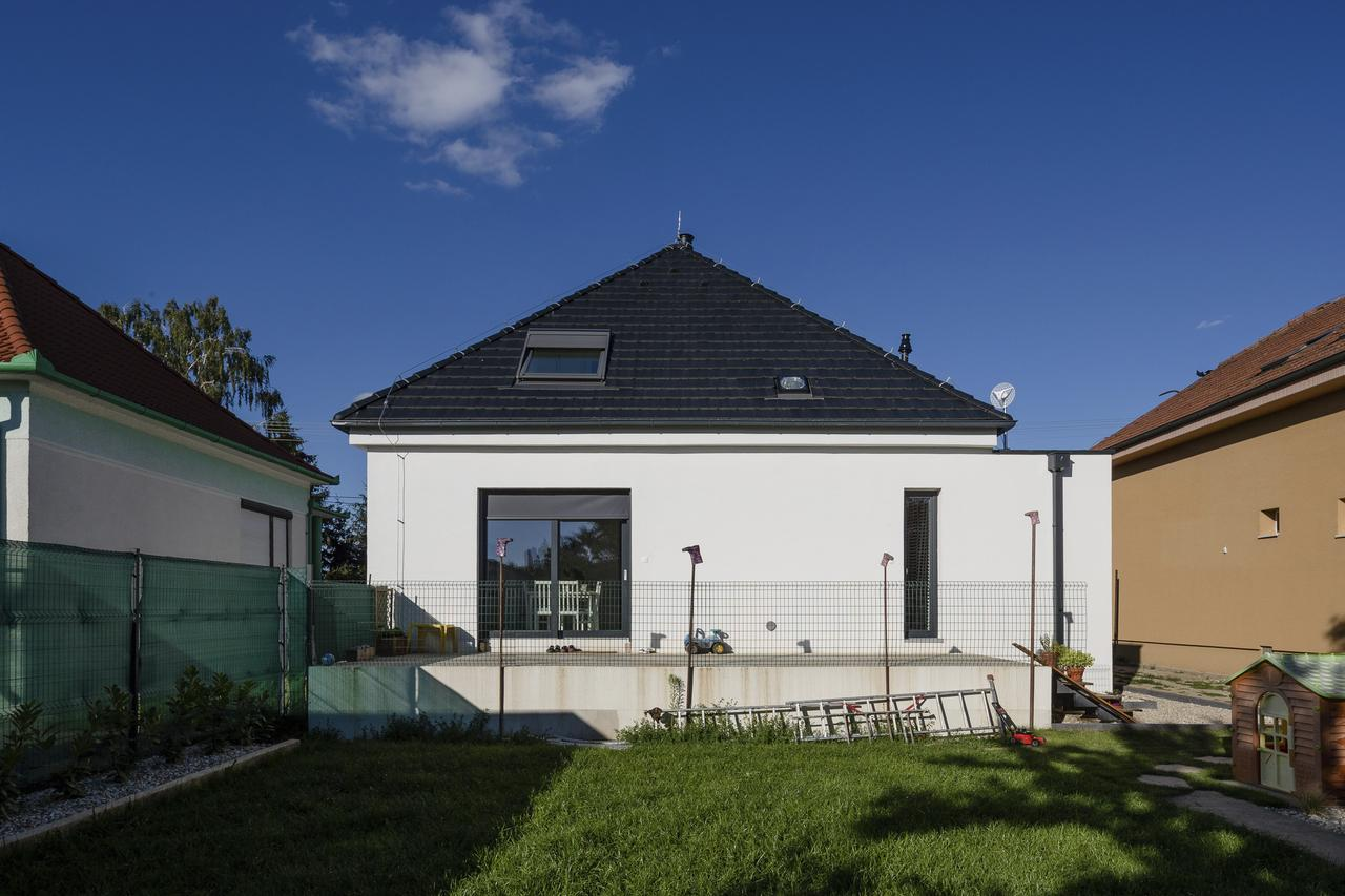 Мансардная шатровая крыша с окнами: фото #0012 Мансардная шатровая крыша фото